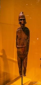 Moai papa, figure féminine, vers 1850-1870, Rapa Nui ( Île de Pâques) - ©Yndianna
